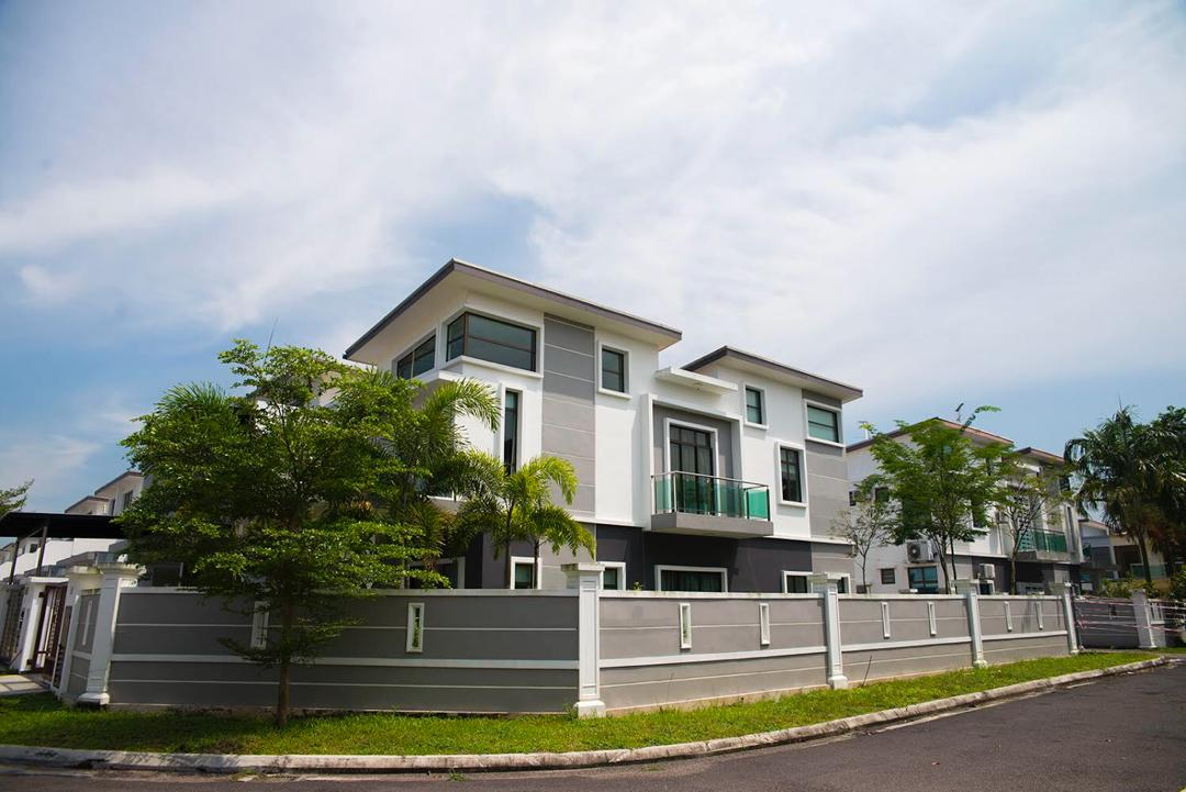 terrace house near bestari indah front view 20x70