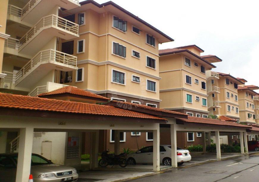 larkin residence 1 low density 3 rooms apt first floor serviced apartment 1080 square-feet builtup lease at rm 1,400 at larkin residence 1 jalan dato jaafar johor bahru johor malaysia #580