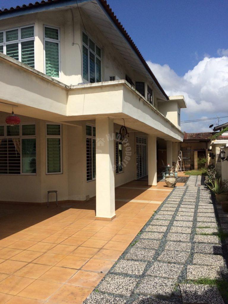 taman anggerik semi-dectacted double storeys link house 3300 square-foot builtup 4000 square-foot builtup rent at rm 2,300 on jalan anggerik 5/x taman anggerik skudai johor malaysia #998