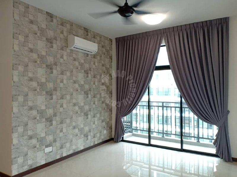 taman molek,molek regency condominium 1005 square-feet built-up selling from rm 520,000 #2464
