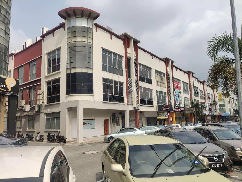 tmn mutiara mas  3 storey shop space 4620 square-foot built-up 1540 square-foot builtup sale from rm 1,400,000 on jln mutiara x, tmn mutiara mas, skudai #2808