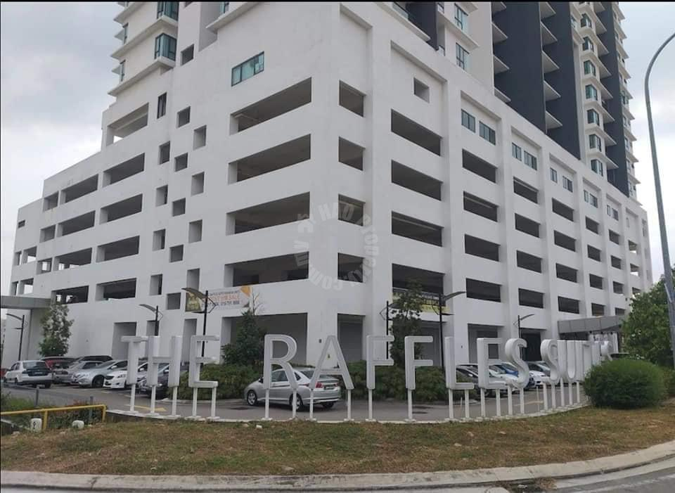 the raffles suites highrise 867 square-feet builtup auction rm 300,000 at the raffles suites #7702