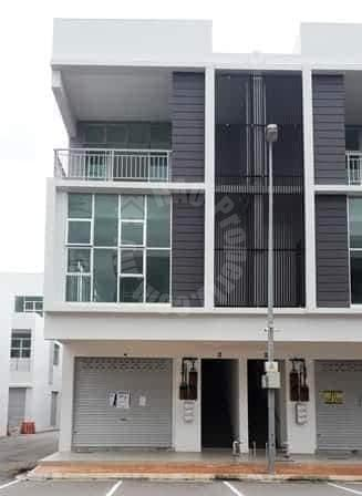 3 storey shop property 3362 square foot built-up auction rm 590,490 on pusat perdagangan ion medini #7733