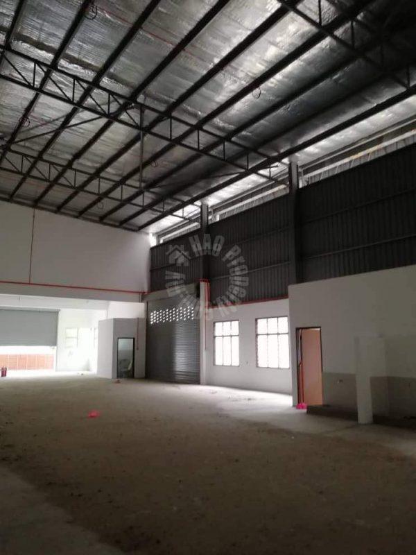 semi detached kempas utama one-and-a-half-storeys warehouse 5400 square-feet builtup 8000 square foot builtup lease from rm 6,000 at jalan kempas utama 3/x #7855
